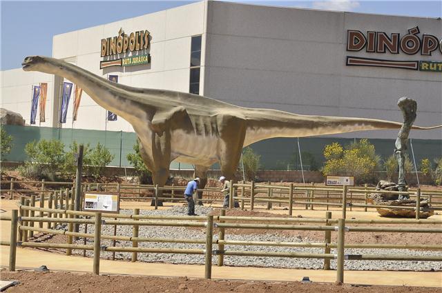 El turiasaurio sale del 'armario' – Dinopolis Teruel