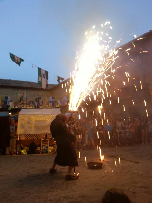 La noche de Albarracín se hace día! !