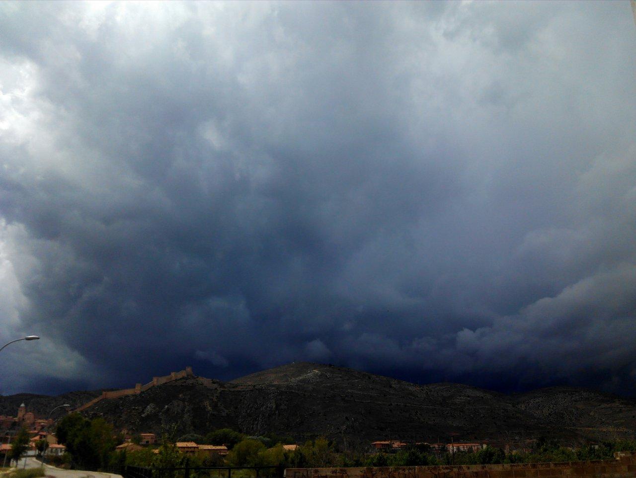 Tarde de tormenta, tarde de visita guiada en Albarracín