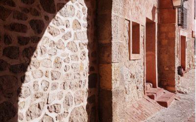 En plena #OlaDeCalor #Albarracín nos da tregua con #SombrasQueSeAgradecen durante la #VisitaGuiada…te esperamos!