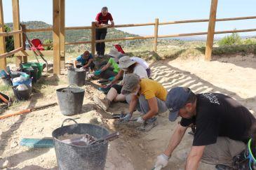 Noticia Diario de Teruel: Aparecen nuevas huellas de dinosaurio en el yacimiento Camino El Berzal de El Castellar