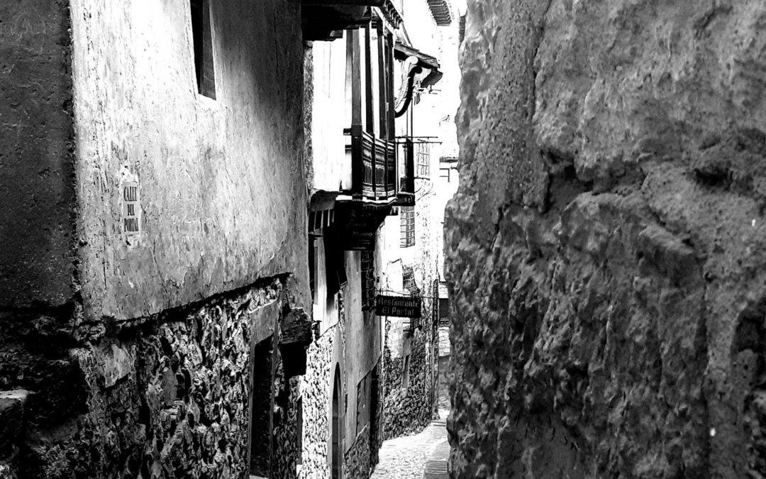 #Calles que te llevan a un #ViajeAlPasado … #VisitaGuiada #Albarracín… #NoEsLoMismo
