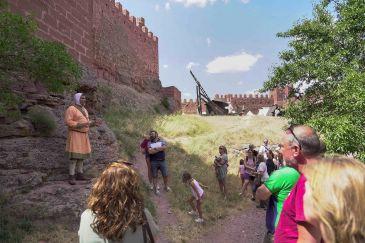 Noticia Diario de Teruel: El castillo de Peracense acoge una nueva edición de sus Encuentros Medievales con amplio respaldo de público