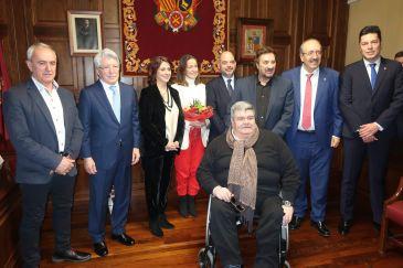 Noticia Diario de Teruel: Entregadas las Medallas de los Amantes en sus categorías de Oro y Platino en el Ayuntamiento de Teruel