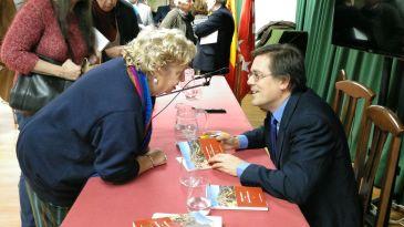 Noticia Diario de Teruel: Víctor Lacambra publica 'Víctimas del silencio' y 'Versos para una tormenta'