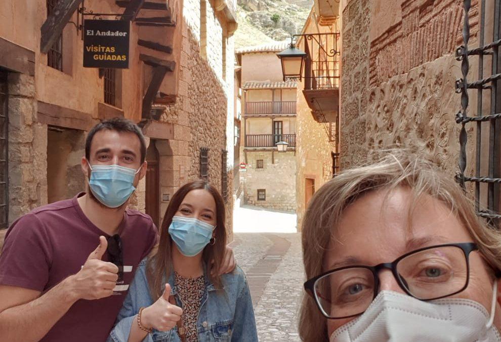 #SeguimosAdelante #SeguimosSubiendoFotosDeAmig@s Esta vez, #VisitaGuiada del Jueves con #nuevosamigos: Cristina y Carlos…#atentos #amables y #muyinteresados en #patrimoniocultural de #Albarracín… #UnaVezMás #MILGRACIAS por la #ConfianzaDepositada