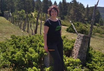 """Noticia Diario de Teruel: Begoña Sierra, gerente de Turismo Sierra de Albarracín: """"Todos los estudios sobre destinos ideales coinciden con nuestro perfil turístico"""""""