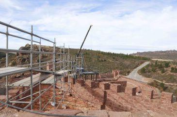 Noticia Diario de Teruel: Las obras de la segunda fase del Castillo de Peracense no escatiman medios