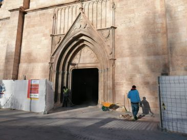 Noticia Diario de Teruel: Descubren la entrada a dos criptas en las obras de la iglesia de San Francisco