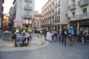 Noticia Diario de Teruel: La Ruta por la Dignidad de Teruel concluye en la capital arropada por los aplausos del público